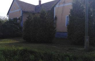 Eladó Kúria