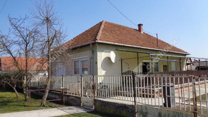 1. kép | utca fronti ház részlet | Eladó Családi ház, Sarkad (#145584)