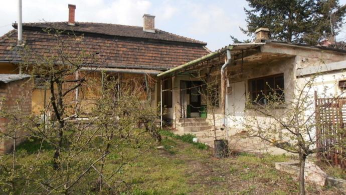0. kép | A ház a belső udvar felől | Eladó Családi ház, Tata (#73820)