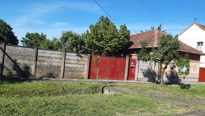 7. kép | Utcai Homlokzat | Eladó Családi ház, Békéscsaba (#151631)