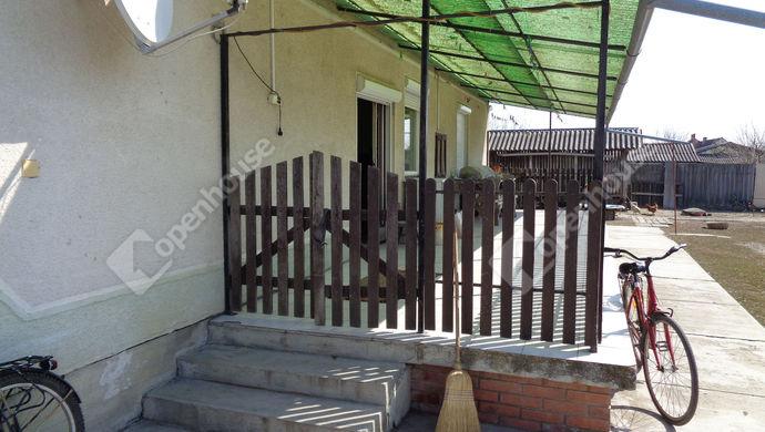 3. kép | terasz udvarral | Eladó Családi ház, Sarkad (#145584)