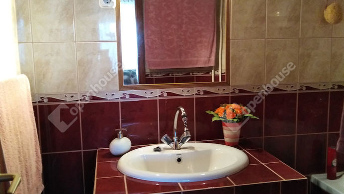 9. kép | Fürdőszoba | Eladó Társasházi lakás, Tata (#141369)