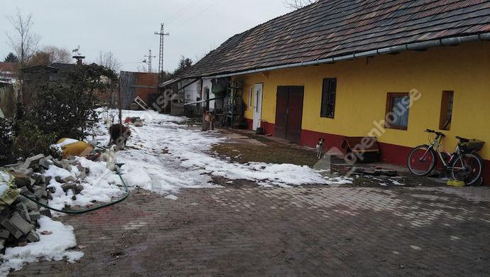 10. kép | Udvar sok melléképülettel | Eladó Családi ház, Tatabánya (#136448)