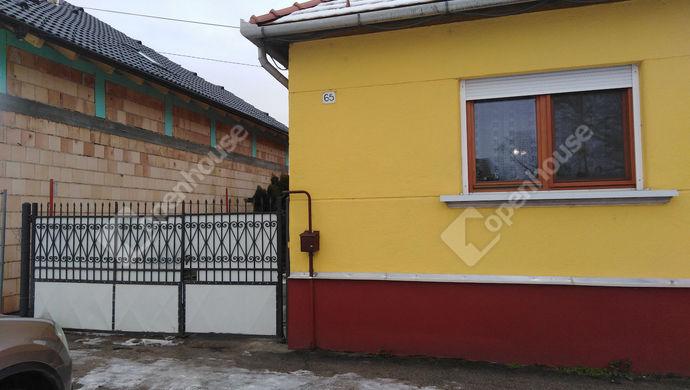 14. kép | A bejárat az utcáról | Eladó Családi ház, Tatabánya (#136448)