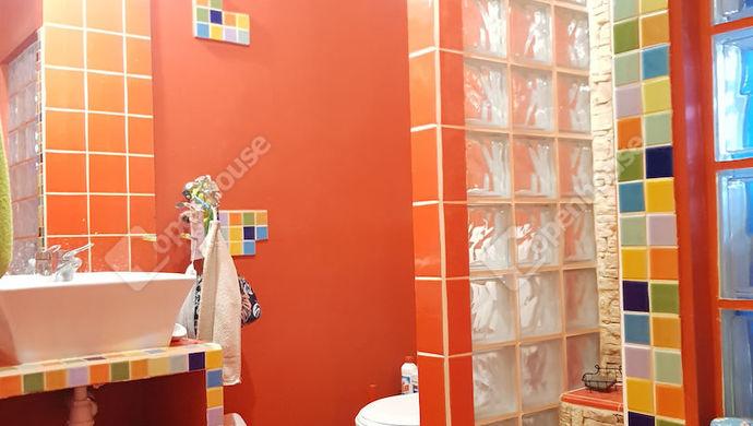 15. kép | tetőtér-zuhanyzó-fürdő | Eladó Ikerház, Győr (#140260)