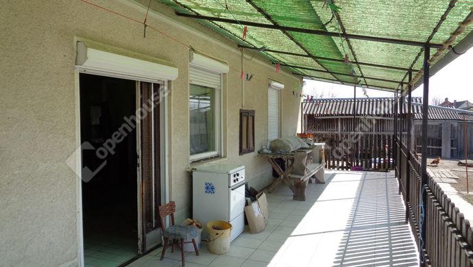 2. kép | terasz udvarral | Eladó Családi ház, Sarkad (#145584)