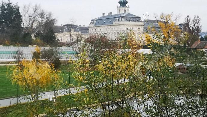 0. kép | Panoráma a Keszthelyi kastélyra és annak kertjére | Eladó Panzió, Keszthely (#143671)