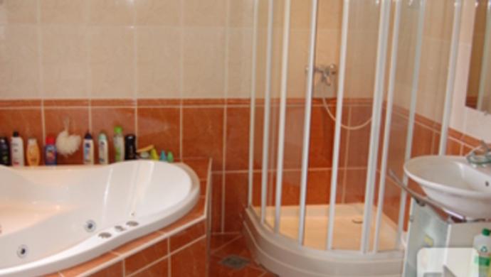 8. kép   Fürdő   Eladó Családi ház, Tata (#74781)