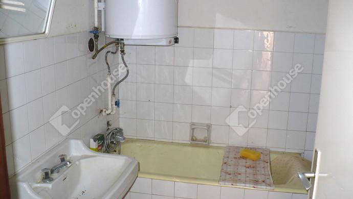 23. kép | Alsó lakás fürdő | Eladó Családi ház, Bük (#124391)
