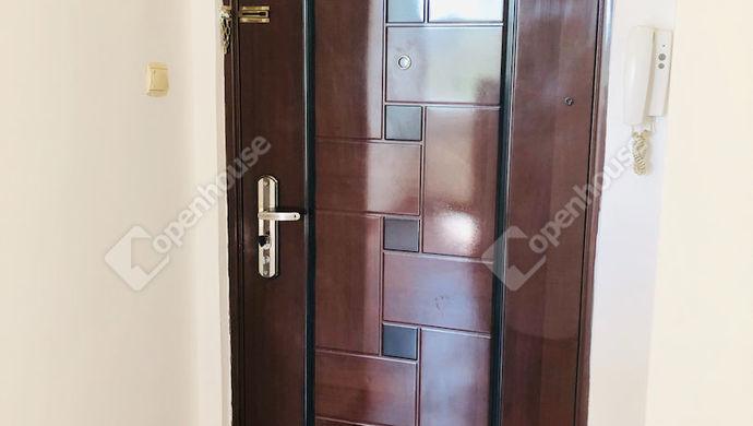 2. kép   Bejárat   Eladó Társasházi lakás, Tatabánya (#151530)