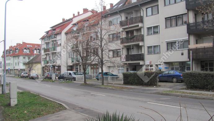 3. kép | Utcakép | Eladó Társasházi lakás, Zalaegerszeg (#129902)