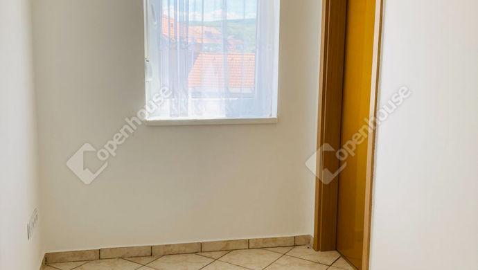 6. kép | Kisszoba | Eladó Társasházi lakás, Tatabánya (#151581)