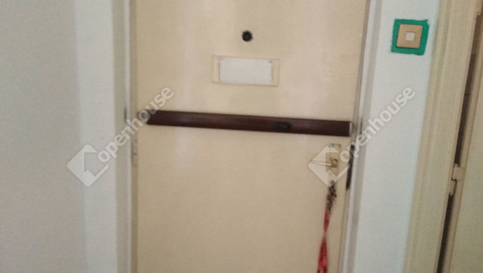 5. kép   a bejárati ajtó   Eladó Társasházi lakás, Tatabánya (#147808)
