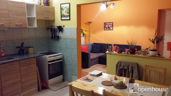 1. kép   2. lakrész- konyha- nappali   Eladó Családi ház, Tata (#115361)