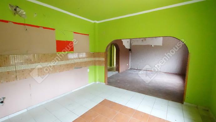 5. kép | Eladó felújítandó, bontandó családi ház, most a telekáron a Karinthy utcában | Eladó Családi ház, Székesfehérvár (#133848)