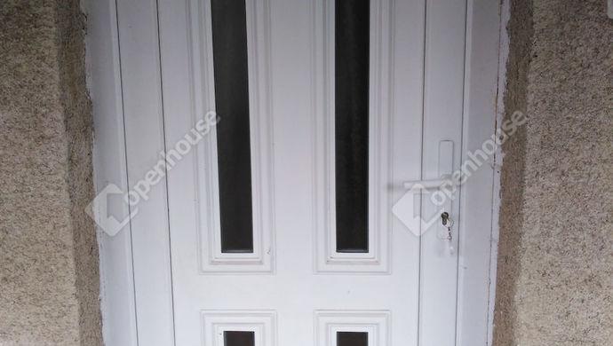9. kép | Bejárati ajtó | Eladó Családi ház, Tata (#139491)
