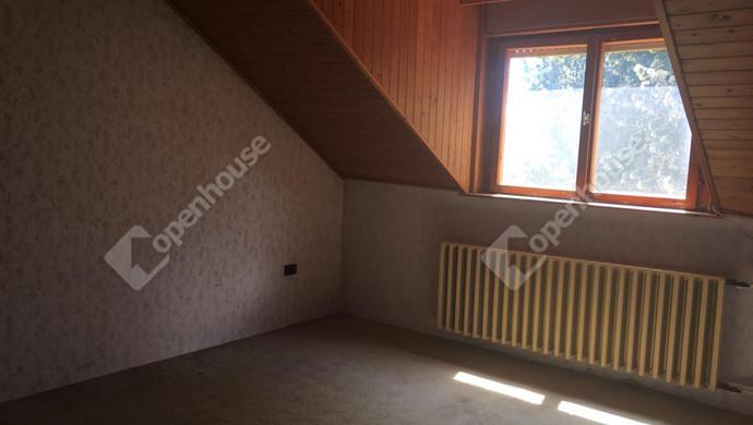 1. kép   emeleti szoba   Eladó Családi ház, Szolnok (#131944)