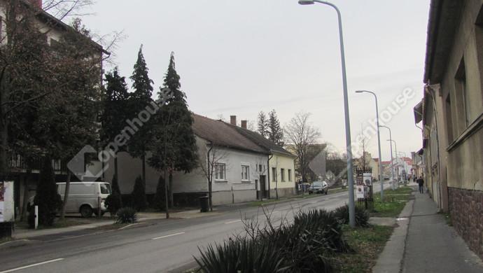2. kép | Utcakép | Eladó Társasházi lakás, Zalaegerszeg (#129902)
