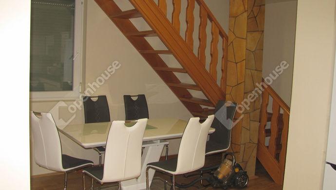 21. kép | Feljárat | Eladó Családi ház, Zalaegerszeg (#135304)