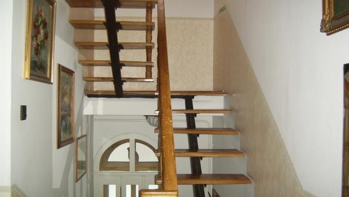 2. kép | Jászberény családi ház lépcsőház | Eladó Családi ház, Jászberény (#79244)