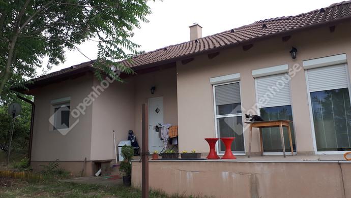 1. kép | Ház a terasszal | Eladó Családi ház, Tata (#130575)