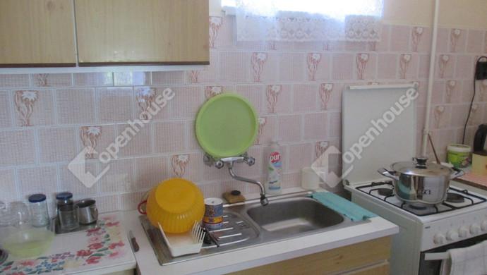 2. kép | konyha | Eladó Családi ház, Szolnok (#131579)