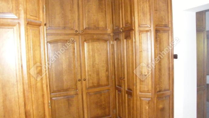 11. kép | közlekedő/gardrób | Eladó Családi ház, Zalaegerszeg (#140653)