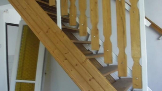 5. kép   Lépcső feljáró   Eladó Családi ház, Tata (#100880)