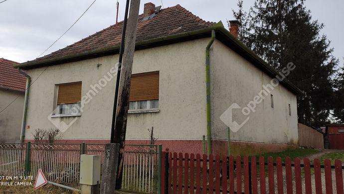 1. kép | Utcai nézet | Eladó Családi ház, Nova (#144457)