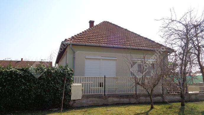 0. kép | utca fronti ház részlet | Eladó Családi ház, Sarkad (#145584)
