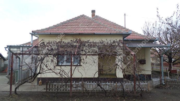 0. kép   Eladó Családi ház, Kisszállás (#135602)