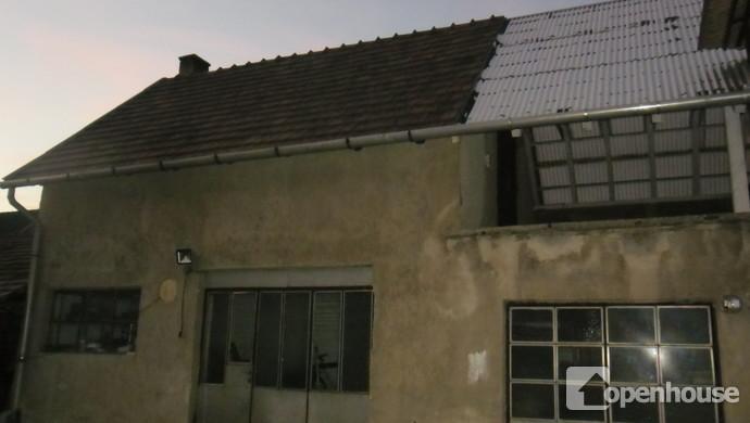 10. kép | Garázs és tárolók | Eladó Családi ház, Tata (#114141)