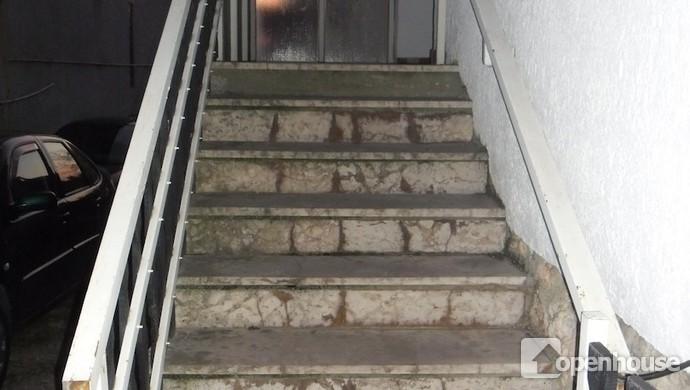9. kép | Lépcsőház | Eladó Családi ház, Tata (#114141)