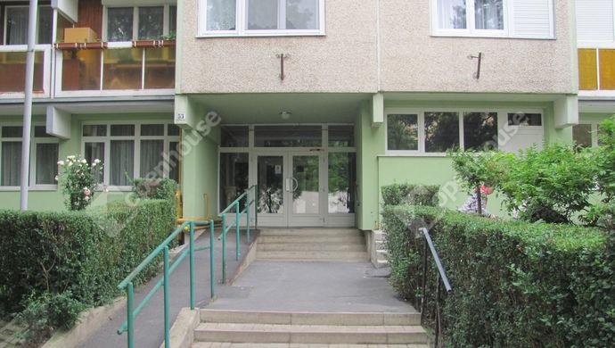 18. kép | Lépcsőház bejárat | Eladó Társasházi lakás, Zalaegerszeg (#139544)