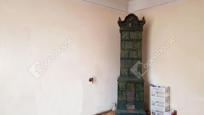 3. kép | Szoba cserépkályhával | Eladó Családi ház, Miskolc (#134809)