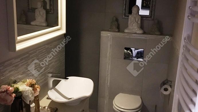 8. kép | Egyik fürdő | Eladó Társasházi lakás, Budapest VI. Ker. (#118684)