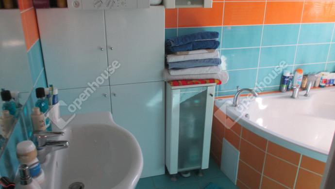 8. kép | fürdőszoba | Eladó Társasházi lakás, Szolnok (#132767)