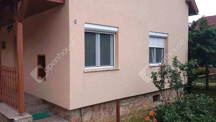 0. kép   Ház külső   Eladó Családi ház, Tata (#130992)