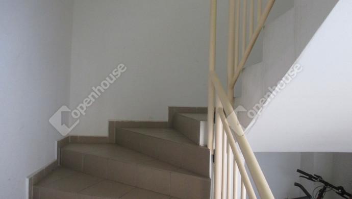 9. kép | lépcsőház | Eladó Társasházi lakás, Szolnok (#132767)