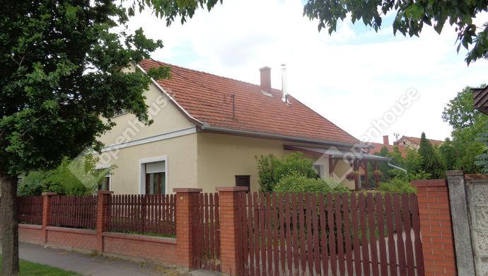 1. kép   utcai ház részlet   Eladó Családi ház, Békés (#146271)