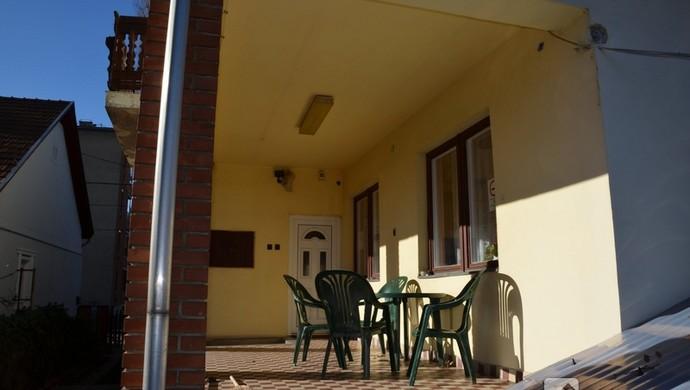 12. kép | Hátsó terasz | Eladó Családi ház, Miskolc (#94002)