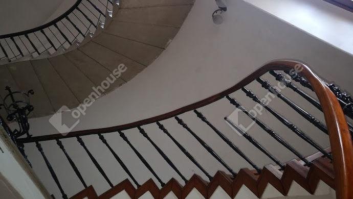 2. kép | Felújított eredeti lépcsőház | Eladó Panzió, Keszthely (#143671)