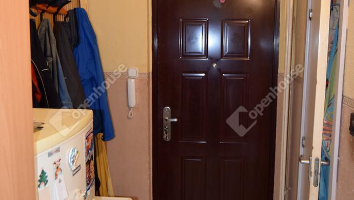 2. kép | biztonsági bejárati ajtó | Eladó Társasházi lakás, Tatabánya (#132869)
