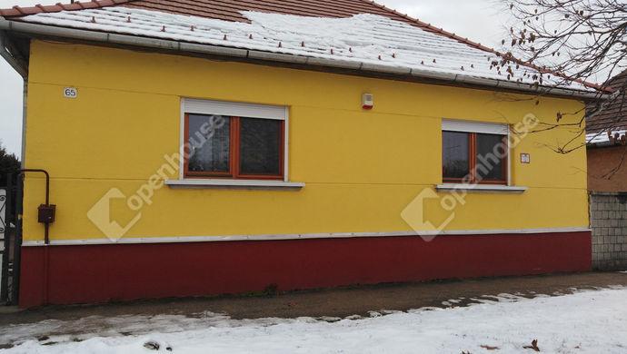 13. kép | Ház az utcáról | Eladó Családi ház, Tatabánya (#136448)