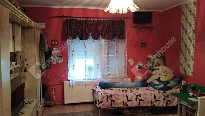 1. kép | Eladó Családi ház, Bana (#136694)