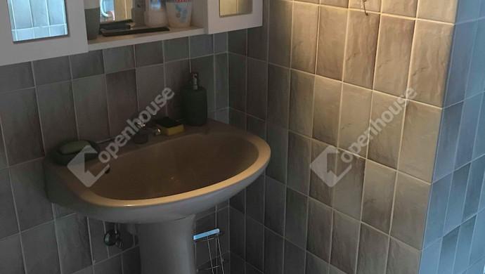 15. kép | Emeleti fürdőszoba | Eladó Családi ház, Tatabánya (#130991)