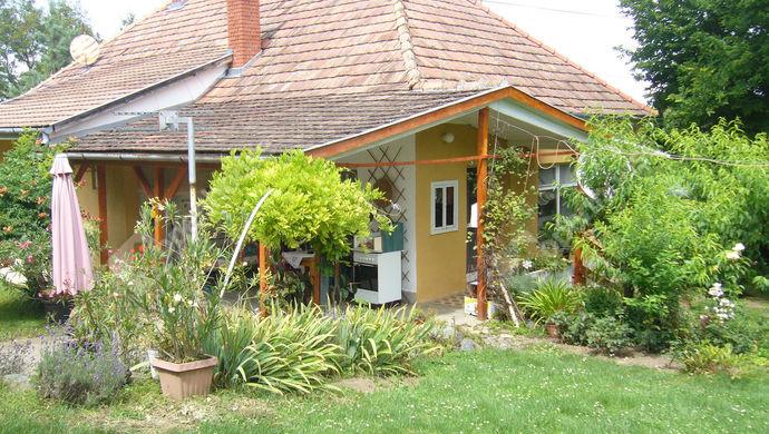 1. kép   Udvari nézet   Eladó Családi ház, Zalaszentgrót (#140307)