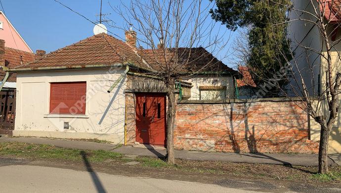 0. kép   Eladó Családi ház, Szolnok (#151700)