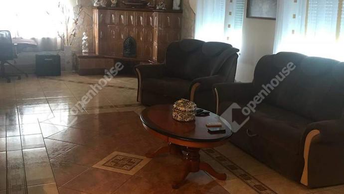 2. kép | Földszinti nappali | Eladó Családi ház, Tatabánya (#130991)