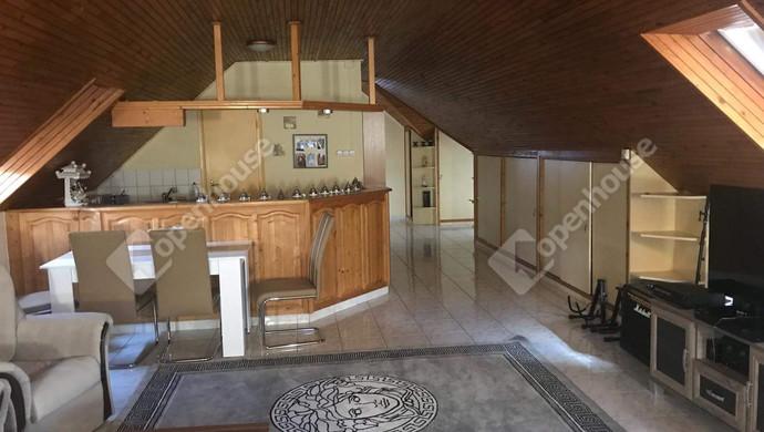 24. kép | Emeleti nappali | Eladó Családi ház, Tatabánya (#130991)